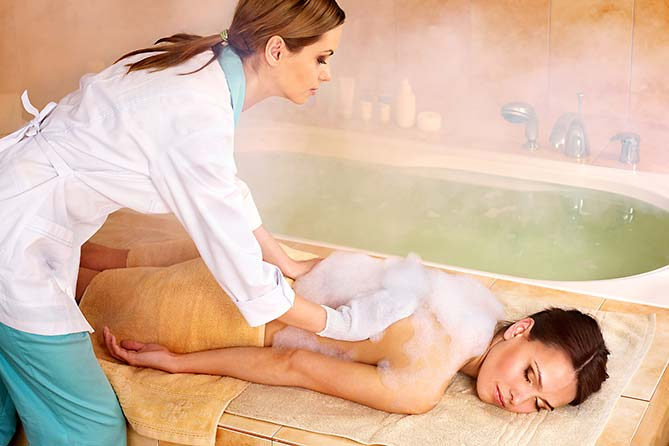 "Hamam, Wasser & Wellness im ""elements"" Oberstdorf · Hotel · Christlessee"