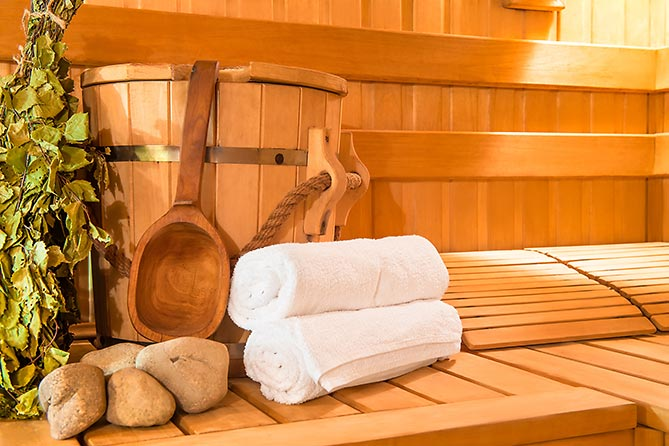 "Sauna-Aufguss im ""elements"" Oberstdorf · Hotel · Christlessee"
