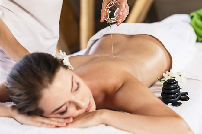 "Wellness-Massage im ""elements"" Oberstdorf · Hotel · Christlessee"